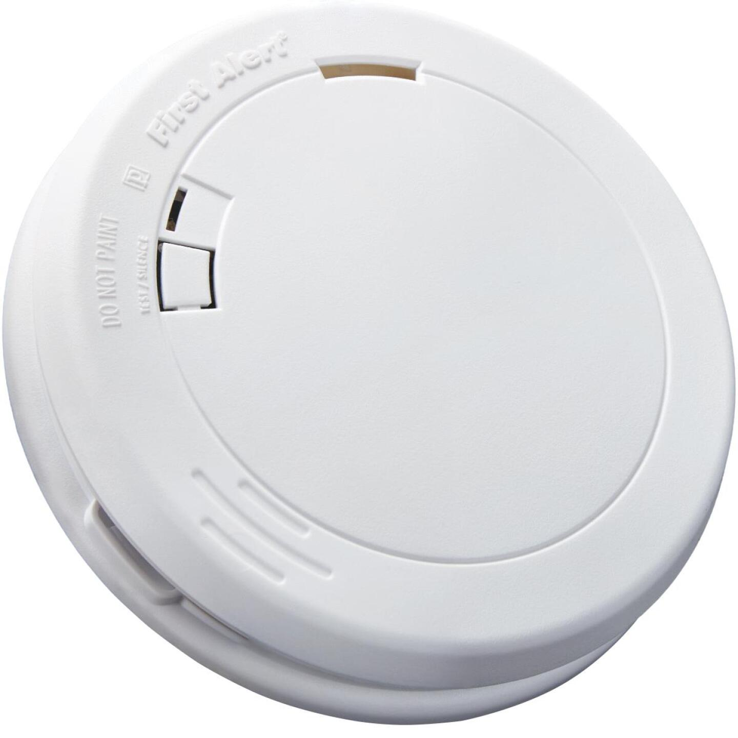 First Alert 10-Year Sealed Battery Photoelectric Slim Round Smoke Alarm Image 3